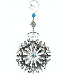 Featuring the classic Araglin pattern, this Ornament is adorned with diamond and vertical wedge cuts that rejoice in the felicity and abundance of happiness.