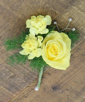 Sweetheart Rose & Pixie Boutonniere